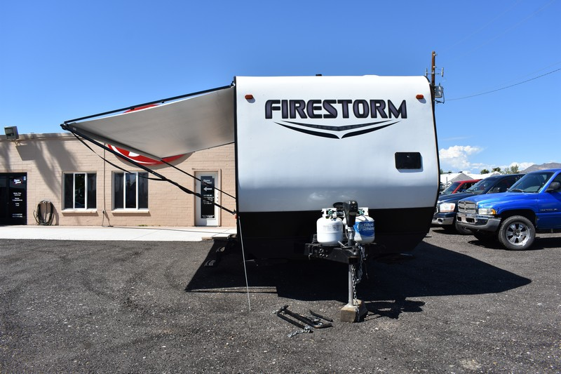 Man Cave Firestorm Th22 2016 22ft Toy Hauler Used
