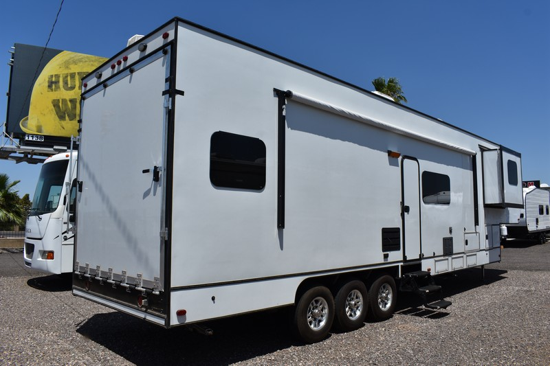 Man Cave Fw36ts 2016 36ft Fifth Wheel Toy Hauler Used