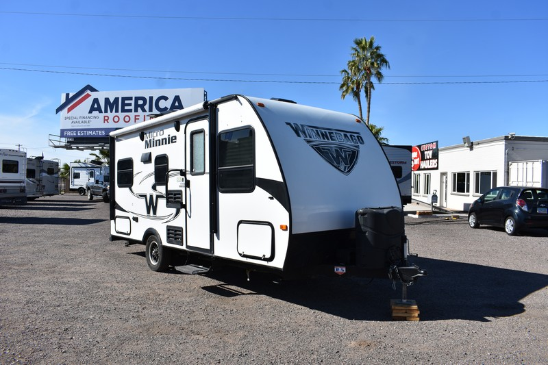 2018 20ft Winnebago Mini 1705RD Camping Trailer